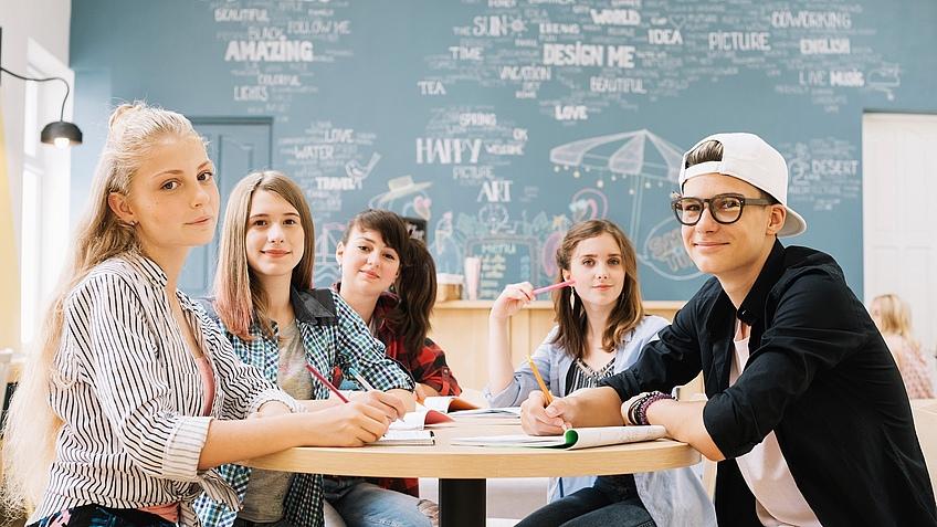 """<a href=""""https://de.freepik.com/fotos/bildung"""">Bildung Foto erstellt von freepik - de.freepik.com</a>"""